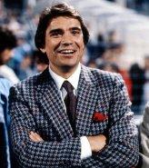 l-homme-d-affaires-n-a-pourtant-pas-toujours-ete-aussi-classe-comme-le-temoigne-son-costume-lors-du-match-marseille-bordeaux-en-1986_48166_wide