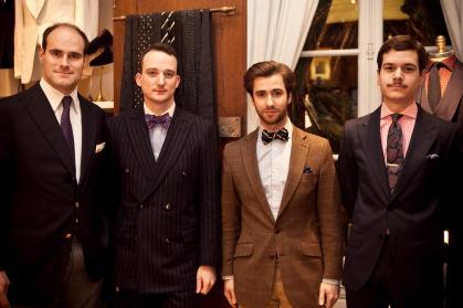 Mon premier costume 'Scavini'. Bien entouré du maroquinier G. Lancelot et de Maxime du Vestiaire Du Renard. (à une soirée PG)