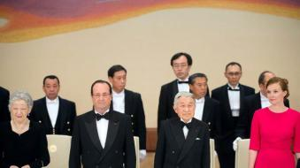 (L-R) Japanese Empress Michiko, France's President Francois Hollande, Japanese Emperor Akihito and Hollande's companion Valerie Trierweiler stand prior to a state dinner at the Imperial Palace, in Tokyo, on June 7, 2013. Hollande is on a three-day state visit to Japan. AFP PHOTO / POOL / BERTRAND LANGLOIS